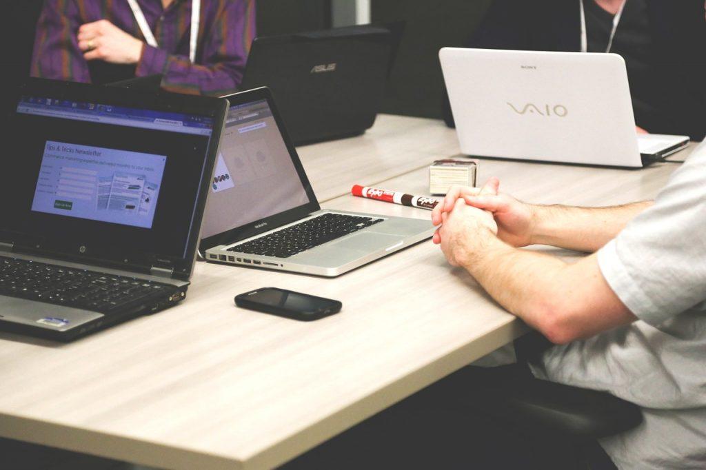 Wirtualne biuro: czy warto korzystać z takiego rozwiązania?